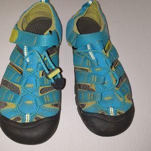 Keens big boy sandals size 4